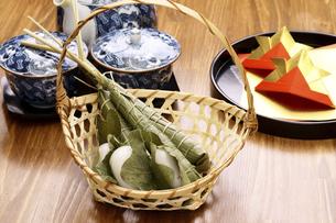 粽とかしわ餅の写真素材 [FYI04806566]