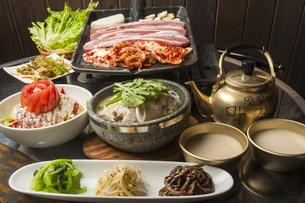 韓国料理の食卓の写真素材 [FYI04807515]
