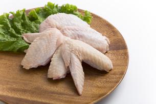 鶏の手羽先の写真素材 [FYI04807905]