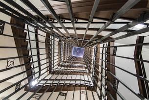 名古屋城の螺旋階段を見上げるの写真素材 [FYI04808143]