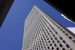東京新宿西口にそびえ立つ副都心の高層ビル群の写真素材 [FYI04808178]