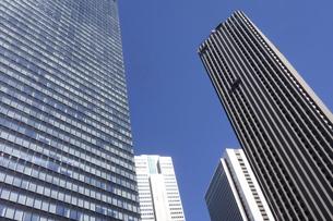 東京新宿西口にそびえ立つ副都心の高層ビル群の写真素材 [FYI04808188]