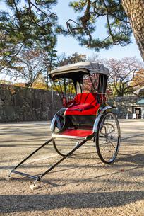 名古屋城正門前の人力車の写真素材 [FYI04808532]