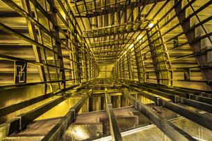 名古屋城の螺旋階段を見下ろすの写真素材 [FYI04808540]