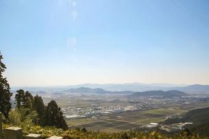 滋賀・繖山から眺める近江盆地の田園風景の写真素材 [FYI04808581]