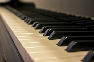 ピアノの鍵盤の写真素材 [FYI04808602]