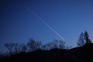 飛行機雲の写真素材 [FYI04808785]