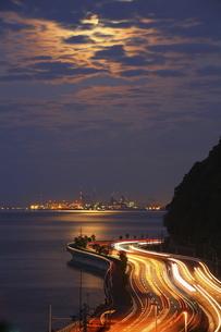 別大国道の車の光跡の写真素材 [FYI04809110]