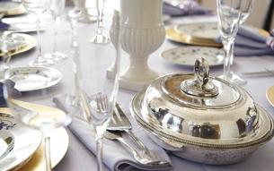 テーブルの食器の写真素材 [FYI04809742]