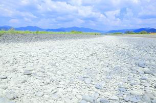 夏の渇水期の大井川 の写真素材 [FYI04809756]
