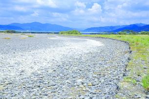 夏の渇水期の大井川 の写真素材 [FYI04809758]