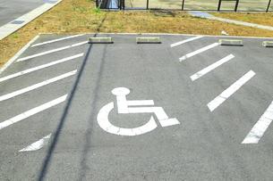 障害者用駐車スペースの写真素材 [FYI04809781]