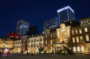 東京駅の夜景の写真素材 [FYI04810012]