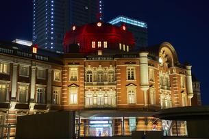 東京駅の夜景の写真素材 [FYI04810013]