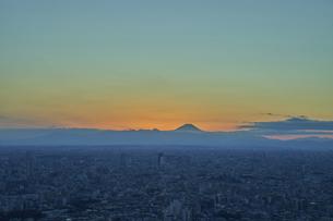 池袋から望む東京の夕景の写真素材 [FYI04810031]