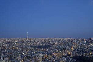 池袋から望む東京の夕景の写真素材 [FYI04810033]