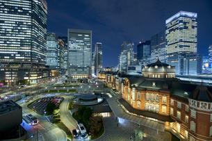 東京駅の夜景の写真素材 [FYI04810049]