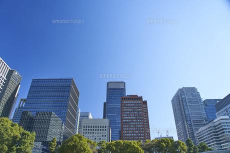 青空とビルの写真素材 [FYI04810060]