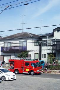 出動する消防車の写真素材 [FYI04810107]