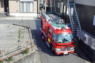 出動する消防車の写真素材 [FYI04810108]