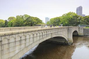 浜離宮庭園の大手門橋の写真素材 [FYI04810233]