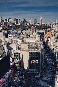 渋谷の街並みと新宿のビル群の写真素材 [FYI04810363]