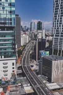渋谷から望む首都高速道路と六本木方面の街並みの写真素材 [FYI04810379]