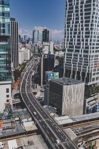 渋谷から望む首都高速道路と六本木方面の街並みの写真素材 [FYI04810380]