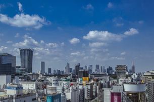 渋谷の街並みと新宿のビル群の写真素材 [FYI04810412]