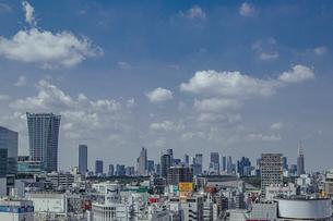 渋谷の街並みと新宿のビル群の写真素材 [FYI04810413]
