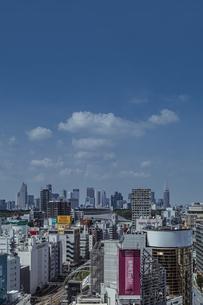 渋谷の街並みと新宿のビル群の写真素材 [FYI04810414]