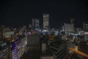 渋谷の街並みの夜景の写真素材 [FYI04810449]