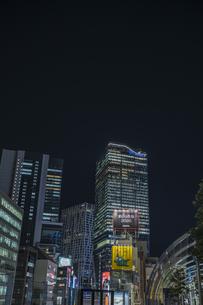 渋谷 ミヤシタパークから望む高層ビル群の写真素材 [FYI04810454]