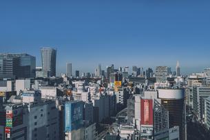 渋谷の街並みと新宿のビル群の写真素材 [FYI04810477]