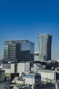 渋谷の商業ビル群と青空の写真素材 [FYI04810490]