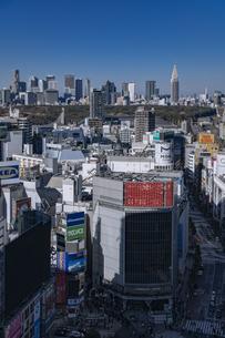 渋谷の街並みと新宿のビル群の写真素材 [FYI04810495]