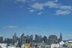 渋谷の街並みと新宿のビル群の写真素材 [FYI04810499]