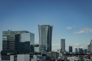 渋谷の商業ビル群と青空の写真素材 [FYI04810504]
