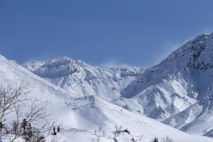 北海道 十勝岳連峰の冬の風景の写真素材 [FYI04810518]