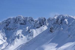 北海道 十勝岳連峰の冬の風景の写真素材 [FYI04810523]