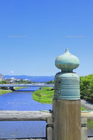 鴨川と三条大橋 の写真素材 [FYI04810768]