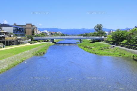 鴨川と御池大橋 の写真素材 [FYI04810770]
