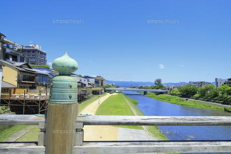 三条大橋と鴨川の写真素材 [FYI04810772]