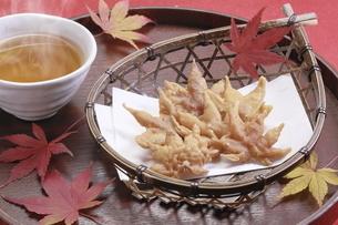 もみじの天ぷら の写真素材 [FYI04810843]