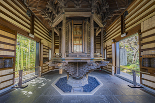観音造立1300年を迎えた長谷寺の経蔵内部の天輪蔵の写真素材 [FYI04811169]