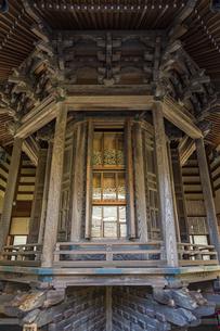 観音造立1300年を迎えた長谷寺の経蔵内部の天輪蔵の写真素材 [FYI04811170]