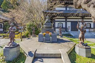 観音造立1300年を迎えた長谷寺の観音ミュージアムと仏像の写真素材 [FYI04811182]