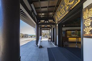 観音造立1300年を迎えた長谷寺の観音堂の写真素材 [FYI04811215]
