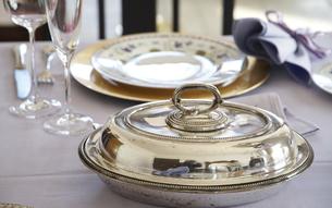 テーブルの食器の写真素材 [FYI04811237]