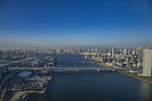 豊洲から望む東京湾、ベイエリアの風景  の写真素材 [FYI04811275]